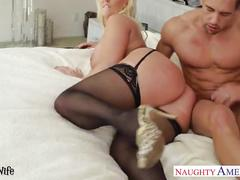 Chesty blonde wife alura jenson gives titjob