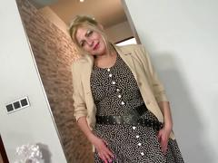 Sexy mature mother with saggy tits and thirsty pussy