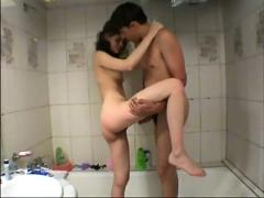 Jovenes en la ducha