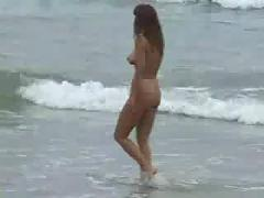 Amateur fuck on beach