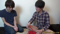 Tied japanese guy cums