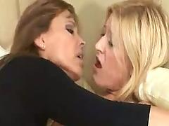 Mother and daughter amazing lesbian action
