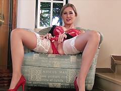 Sammi tye masturbating in stockings and high heels