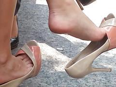 Candid dangling shoeplay feet in heels