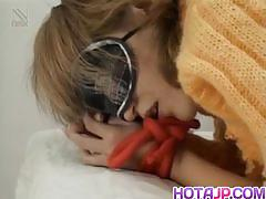 Hot babe in blindfold gets fucked