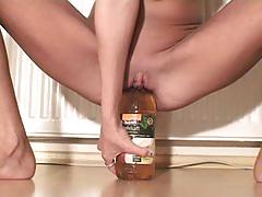 Petite amateur stretches her tight pussy