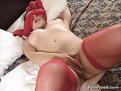 Fem flood lingerie clad brunette masturbating