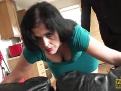 Slut mom montse swinger flies in for a proper ass fucking