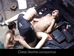 Hussy abbie and aliz pays car-service with threesome