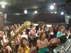Chupando rola no clube das mulheres