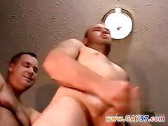 Amateur dude smashes his next door neighbor bareback