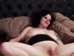 Goth tattoed slut makes wierd noises as she masterbates on cam