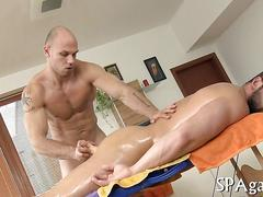 Ripped massage therapist fucks a bearded big bear
