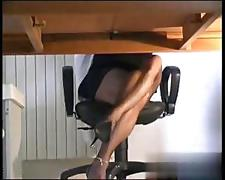 Shemale jacks off under the table on web cam