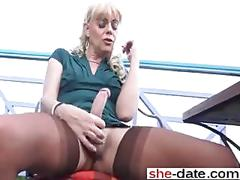 Shemale goes solo and jacks off in stockings outside
