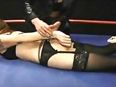 Wrestling babe gets a domina face sitting in the ring