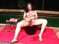 Pretty shemale squeezes juice and load of cum out of shecock