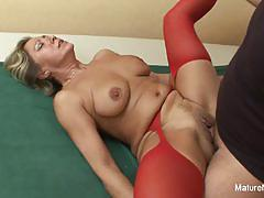 Mature amateur gets her pussy hammered