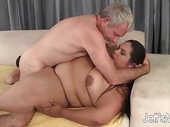 Fatty latina loves blowing dick