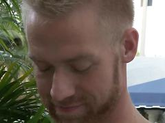 Solo session as the dude has a cock to wank