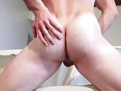 Solo stud shows his hot ass and jacks off on the couch