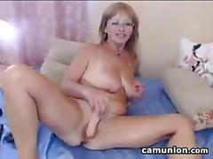 Mature slut with glasses masturbate