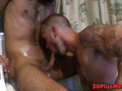 Muscled guy cum soaked