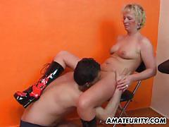 Mature amateur gets her pussy eaten