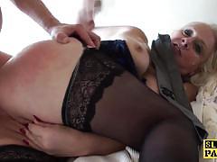 Mature amateur gets her pussy slammed