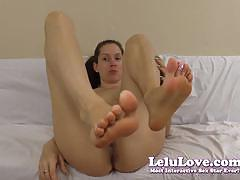 Lelu love shows her hot feet