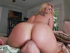 Cameron canada takes a big cock in her juicy p...