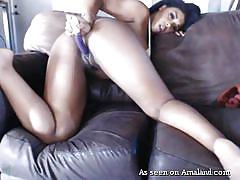 Sexy ebony cutie get off on the webcam
