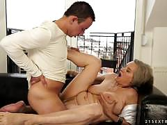 Older womans loved to be drilled by a hard coc...