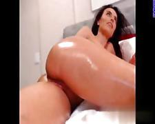 Busty cam goddess rubs her shaved pussy covered in oil