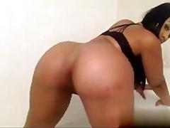 Big ass ebony shows off her booty on webcam