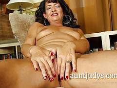 Mature brunette plays with her warm slot