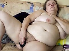 Mature plumper masturbating
