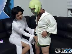Lucky yoda gets a footjob from daisy haze