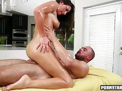 Fucking a hottie at the massage