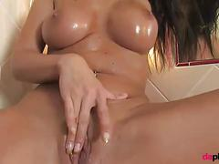Hot brunette oil up her beautiful pussy before masturbate it to the orgasm