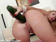 Isabella clark toys her hot ass