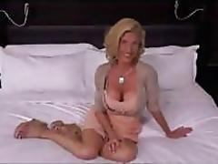 She is a mature slut who loves getting fucked