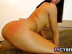 Sexy webcam girl rubbing her pussy
