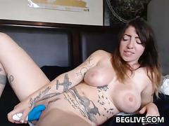 Tattooed cam slut with marvelous big tits cums with a vibrator