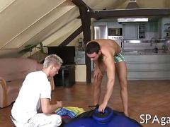 Straighty guy invites a masseur into his apartment for a rubdown