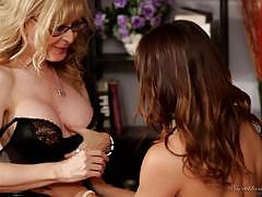 Sara luvv gets unforgettable lession from nina hartley