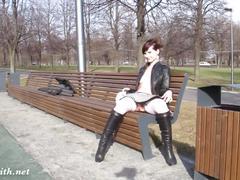 Jeny smith public park photo session behind the scene