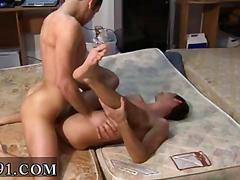 Bareback loving twinks bang it out in bed doggy style