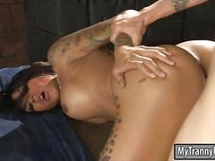 Huge boobs brunette tranny diamond dixon analyzed on the bed