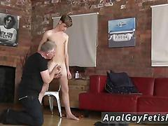 Sucking a cock and the skinny dude loves the sensations